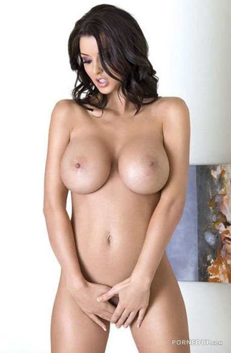 Babe With Nice Tits photo 24