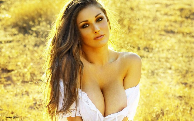 Lucy Pinder Cleavage photo 10