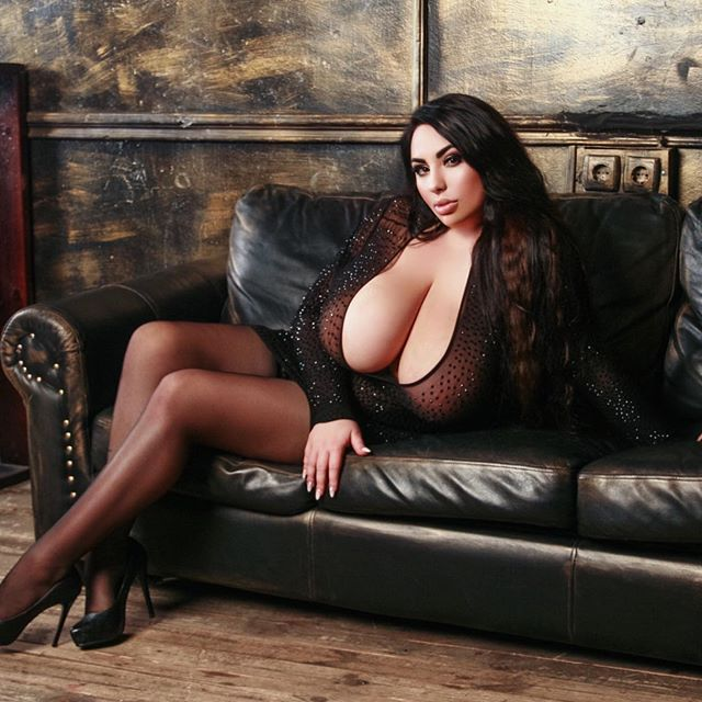 Big Chested Models photo 15