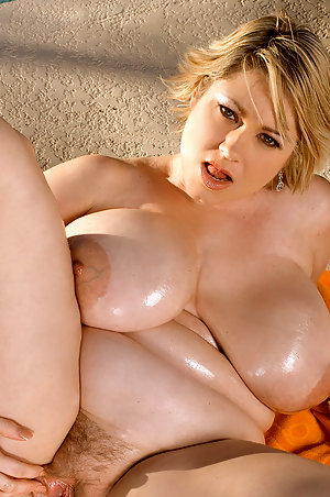 Large Women With Big Tits photo 20