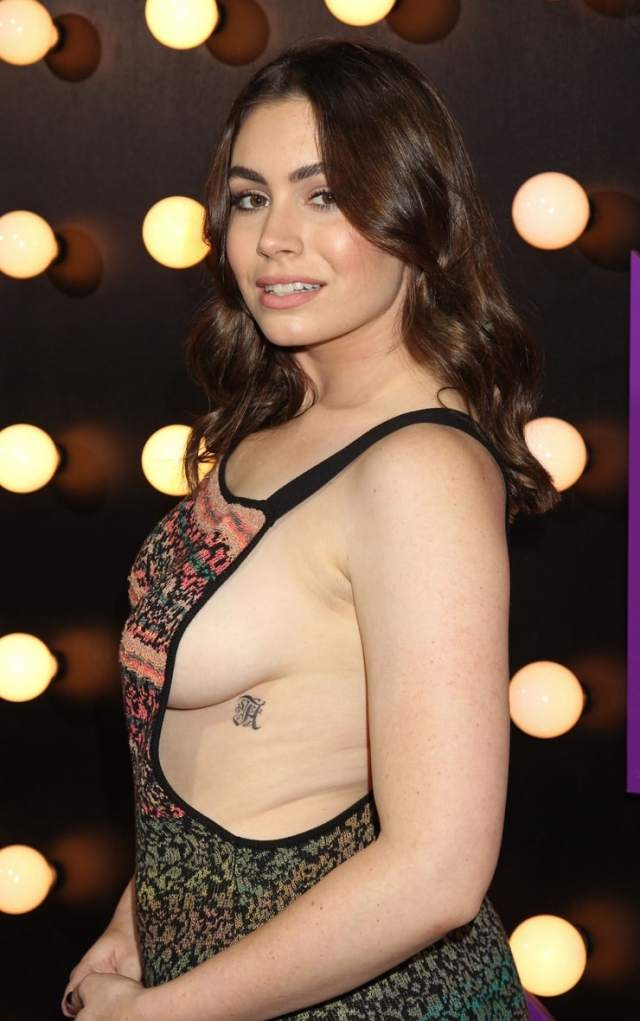Sophie Simmons Breasts photo 1
