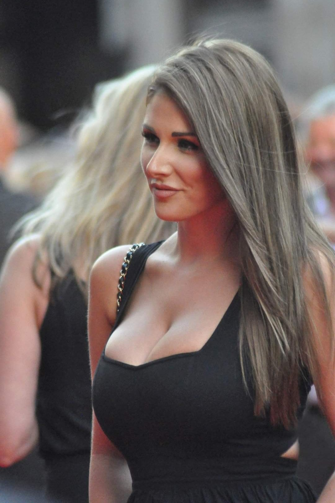 Lucy Pinder Cleavage photo 26