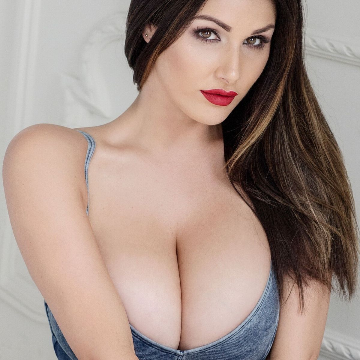 Lucy Pinder Cleavage photo 28