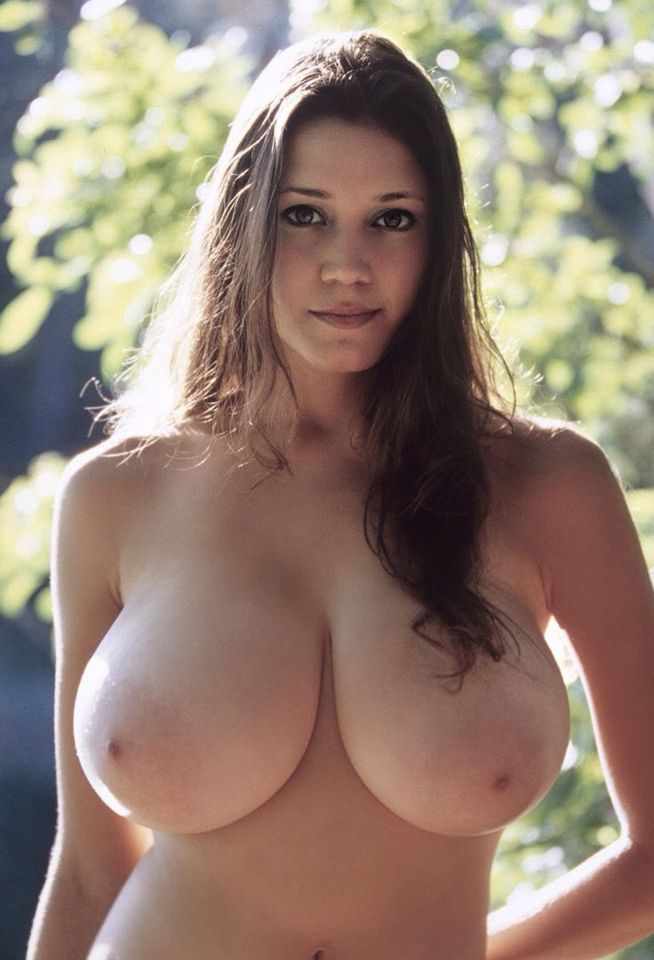 Woman With Natural Big Tit photo 8
