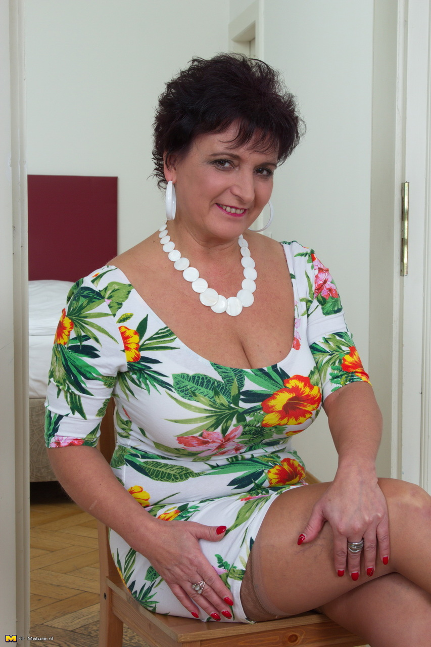 Large Women With Big Tits photo 15