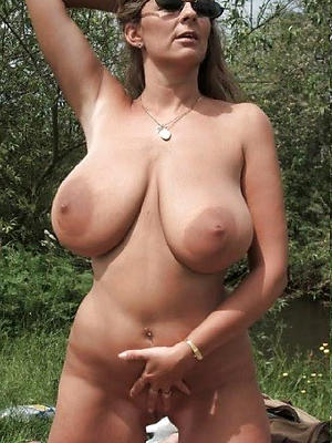 Woman With Natural Big Tit photo 18
