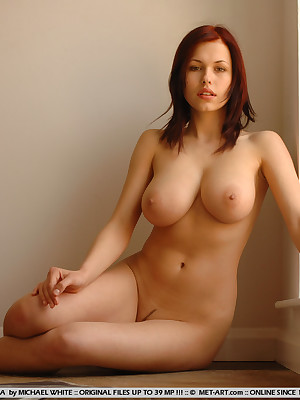 Hot Busty Nude Babes photo 28