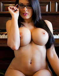 Hot Busty Nude Babes photo 8