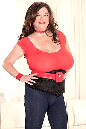 Large Women With Big Tits photo 17