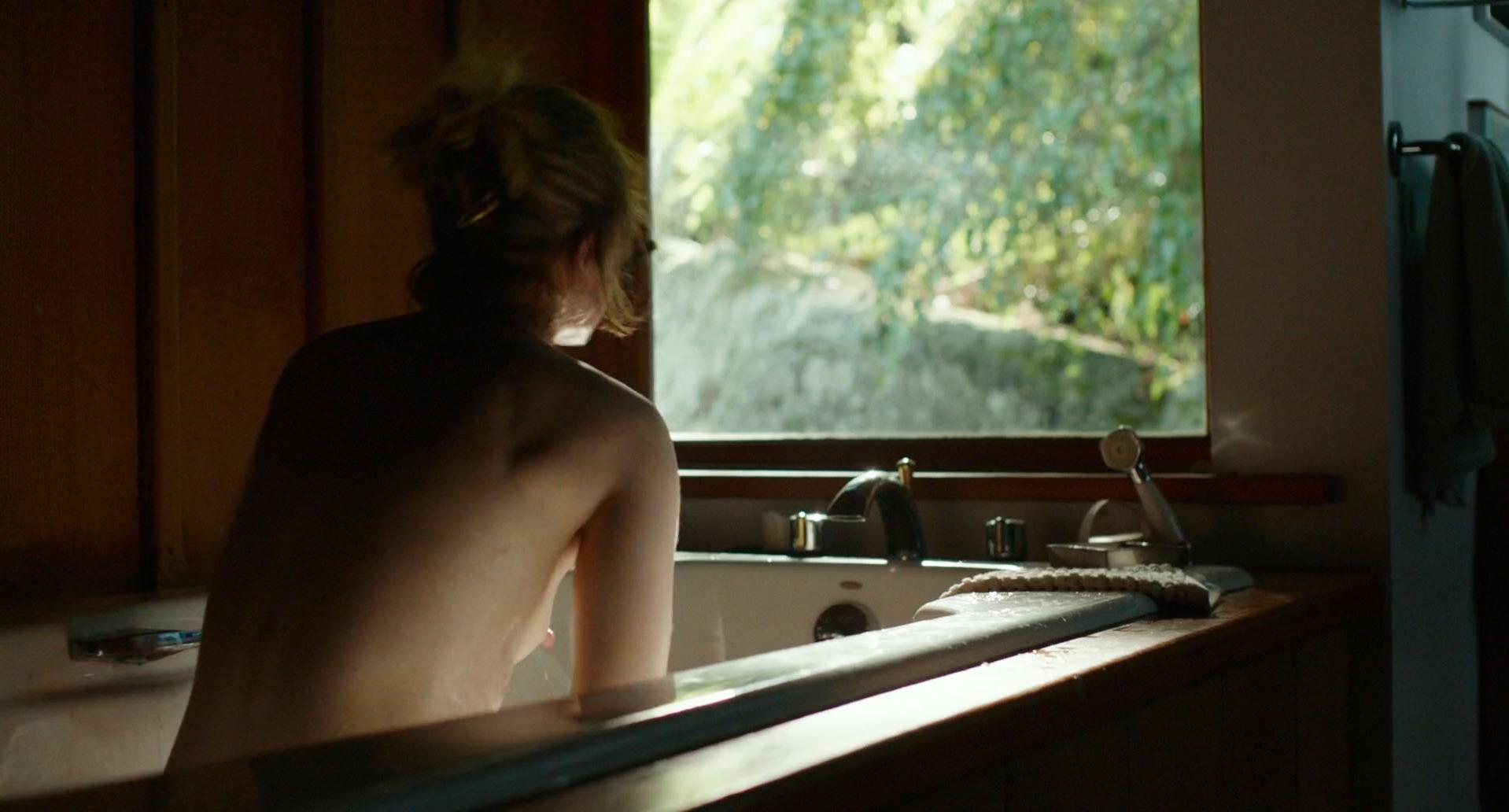 Ellen Page Into The Forest Sex Scene photo 16