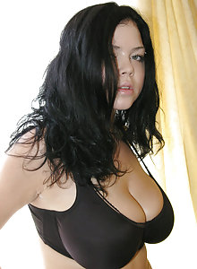 Woman With Natural Big Tit photo 29