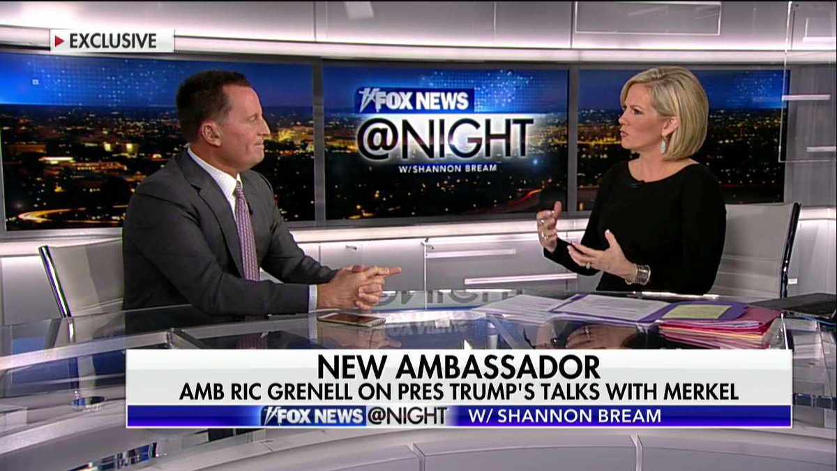 Shannon Bream Cleavage photo 7