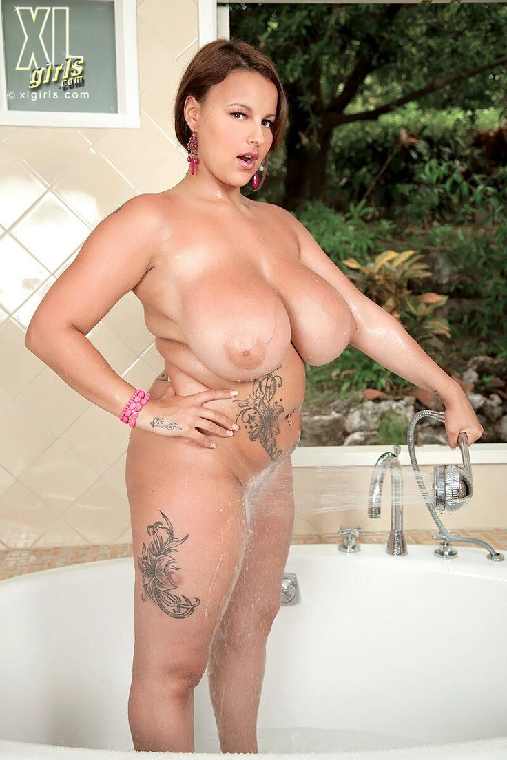 Large Women With Big Tits photo 13