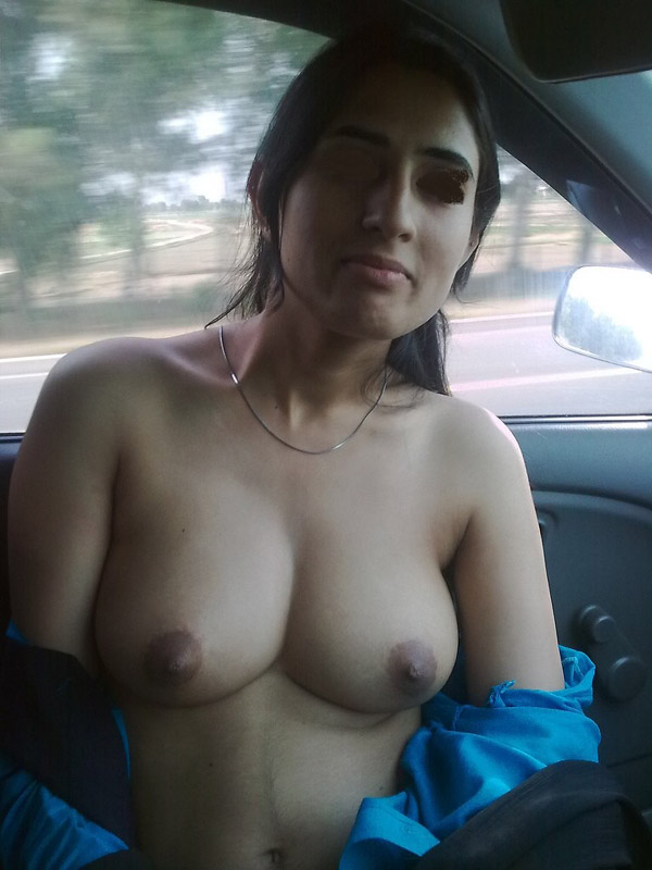 Nude Girls Showing Boobs photo 17
