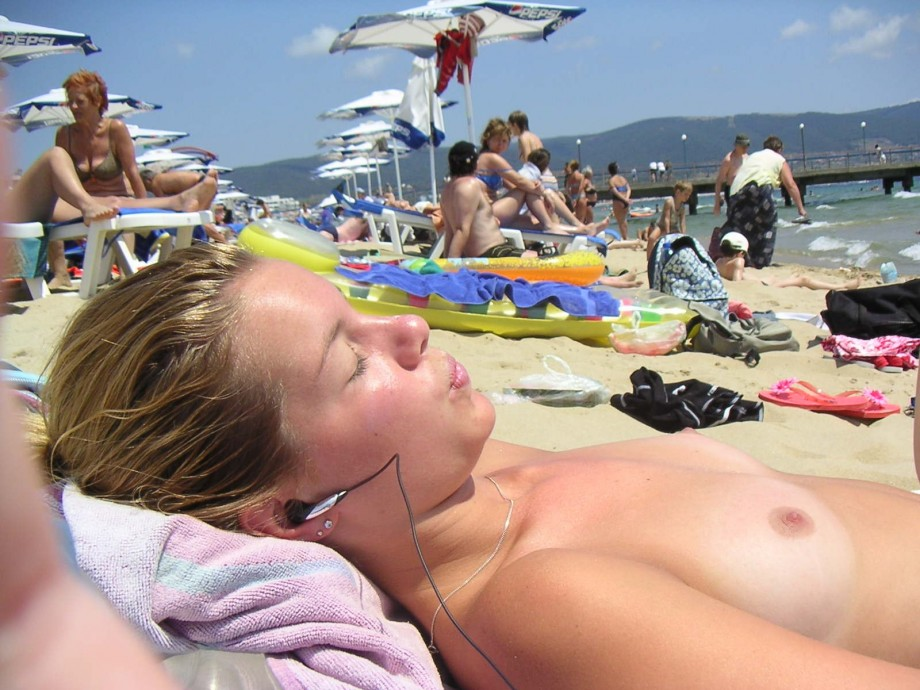 Topless Photo Gallery photo 28